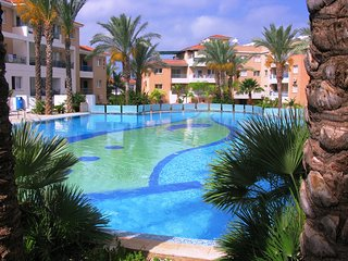Spacious 2 bedroom apartment with stunning pools, Paphos