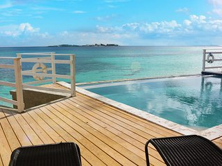 Marley Beach House - 6 Bedrooms with Infinity Pool, Nassau