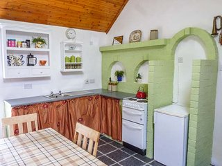 THE COTTAGE, pet-friendly, walks from the door, off road parking, Ballyconnell, Ref 936331