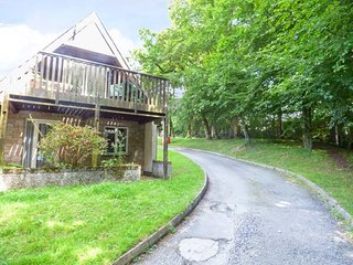 12 VALLEY LODGE, upside down lodge with WiFi, balcony, off road parking and on-site leisure facilities, Calstock, Ref 936687