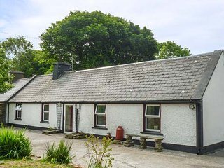 SAOIRSE, all ground floor, pet-friendly, countryside views, Ennistymon, Ref