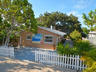 2BR   Beautiful-Clean-Private-Quiet   Family/Couples Friendly  3-5 min. to Beach, Indian Rocks Beach