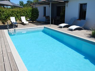 Villa recente au calme avec piscine chauffee
