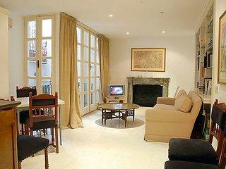 3 bedroom Apartment in Rome Historical City Center, Lazio, Italy : ref 2025680, Colonna