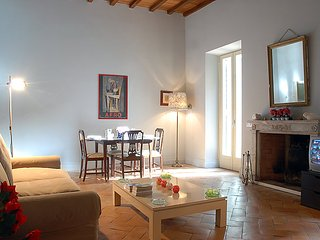 Rome Apartment Sleeps 6 with Air Con and Free WiFi - 5696764
