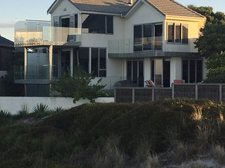 Beach &Surf on your front door with private access, Mount Maunganui