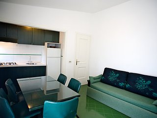 Apartment Sleeps 6 with Pool and WiFi - 5056197