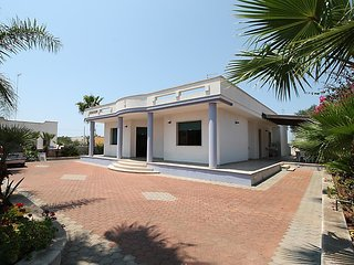 2 bedroom Villa with Walk to Beach & Shops - 5029615