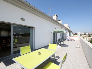 Great apartment with terrace and BBQ for 10 people, Nazaré