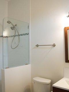 2nd Flr Rear Bath