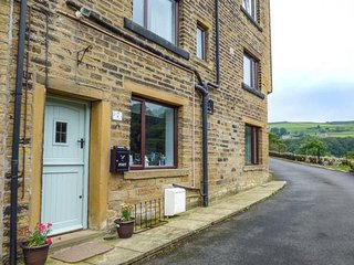 WOODLAND VIEW, in small hamlet, pet-friendly, covered patio, in Luddenden Foot, Ref 940788