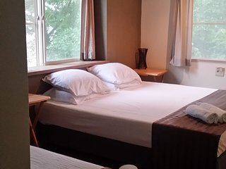 HHL Lodge Rm 201 sleeps 3  1king, 1single or 3 Sin
