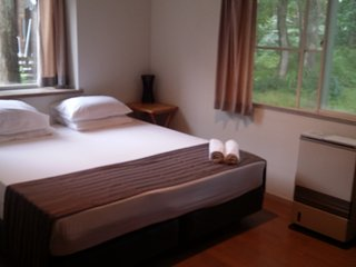 HHL Rm 103 &104 connecting room 4 single or 2 king, Hakuba-mura