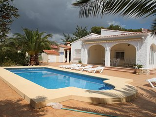Albertina - private pool villa, free Wifi, in Calpe, La Llobella