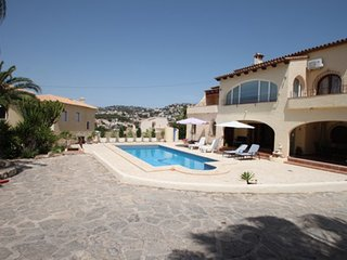 Beaulieu - holiday home with private swimming pool in Moraira, La Llobella