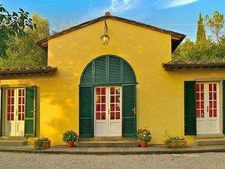3 bedroom Villa in Cortona, Tuscany, Italy : ref 1338002