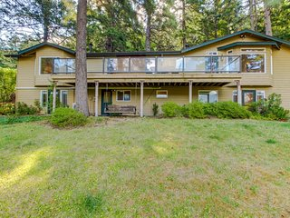 Dog-friendly home w/ gorgeous river views, a deck, patios, and a treehouse!