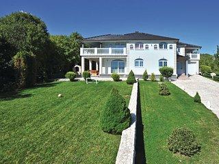 6 bedroom Villa in Makarska-Gornje Podbablje, Makarska, Croatia : ref 2219212, Imotski