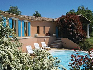 3 bedroom Villa in Roussillon, Vaucluse, France : ref 2220954