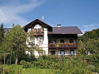 9 bedroom Villa in Bad Goisern am Hallstattersee, Salzkammergut, Austria : ref 2295016