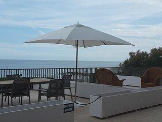 Appartamento n 1fronte spiaggia e terrazza a mare