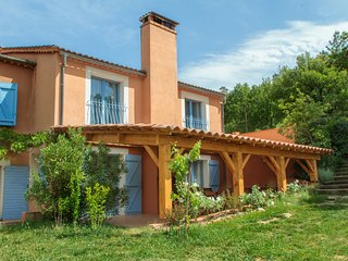 Gite du Romarin, Pet-Friendly 3 Bedroom  Cottage with a Hot Tub