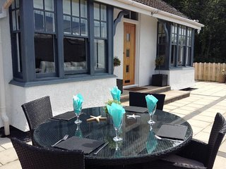 Quirky Holiday Cottage In quiet location by beach, Aberdyfi (Aberdovey)