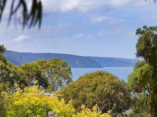 CHARLESTON - Nestled into the golden circle of Lorne