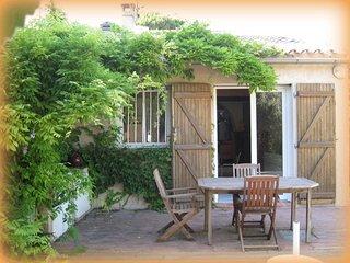 """""""Sous La Glycine"""" maison 6 pers jardin. 400m plage, Cassis"""