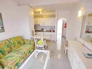 Cozy apartment in Playa Fañabe, Playa de Fanabe