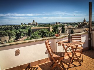 The Etruscan Terrace - House with stunning view near Rome and Tuscany, Tuscania