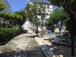 Appartamento con giardino vicinanze spiagge e U.N, Bríndisi