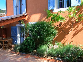 Gite de la Lavande, Pet-Friendly 3 Bedroom Cottage