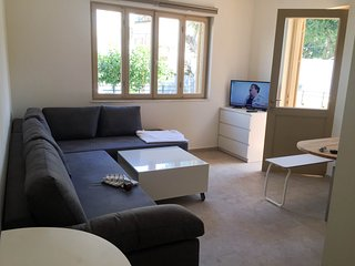 Large windows and balcony, 1 bedroom,  4 guests, Tel Aviv