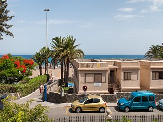 BeachFront Apartment with Seaviews Las Burras MG8
