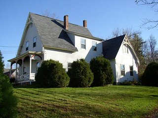 Tastefully renovated 1874 farmhouse, Bethlehem
