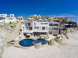 Casa Luna - Footsteps in the sand oceanfront private villa with arch view
