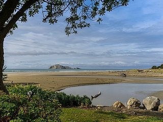Beachfront Beauty - Waimarama Holiday Home, Havelock North