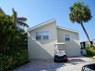 GATED RESORT JENSEN BEACH 2 BEDROOM WITH DOCK, Jensen Beach