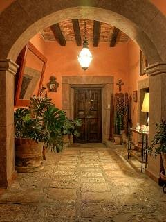 Entrance call to Casa Mandu property