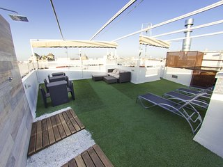 Superb shared terrace and central location, next to Alameda de Hércules, Seville