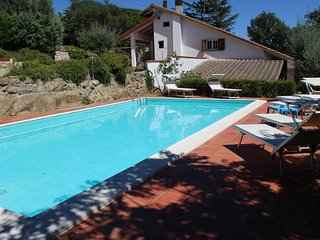 VILLA DEGLI ULIVI  TRASIMENO -LAKEVIEW- SWIMMING POOL- HOLIDAY RELAX