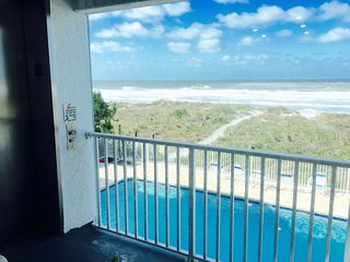 2BR,2 BA OCEAN & BEACHFRONT LUXURY w POOL/Elevator, Indian Rocks Beach