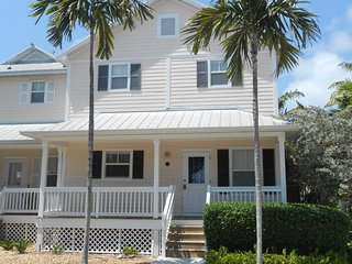 Coral Hammock - Comfortable 3 Bedroom Home, Key West