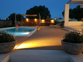 Sea Queen Villa Beachfront-sandy beaches, '4 km to city centre'  Chania. Crete.