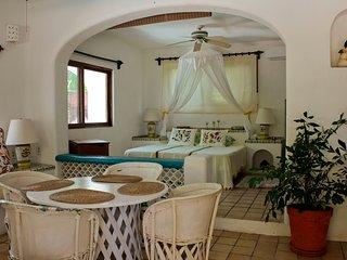 """Casa Parota San Pancho - """"Guacamaya Room"""""""