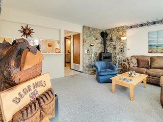 Ski-in condo with shared pool/hot tub, & a prime alpine location