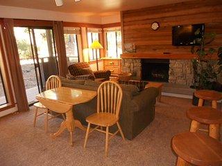 Granlibakken Tahoe City Retreat - Condo Suite with adjoining bedroom