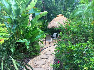 Five star Downtown Sarasota tropical garden Cottage