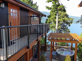#100 On The Rocks / 1BR Suite / Oceanfront /No Pet, Port Renfrew